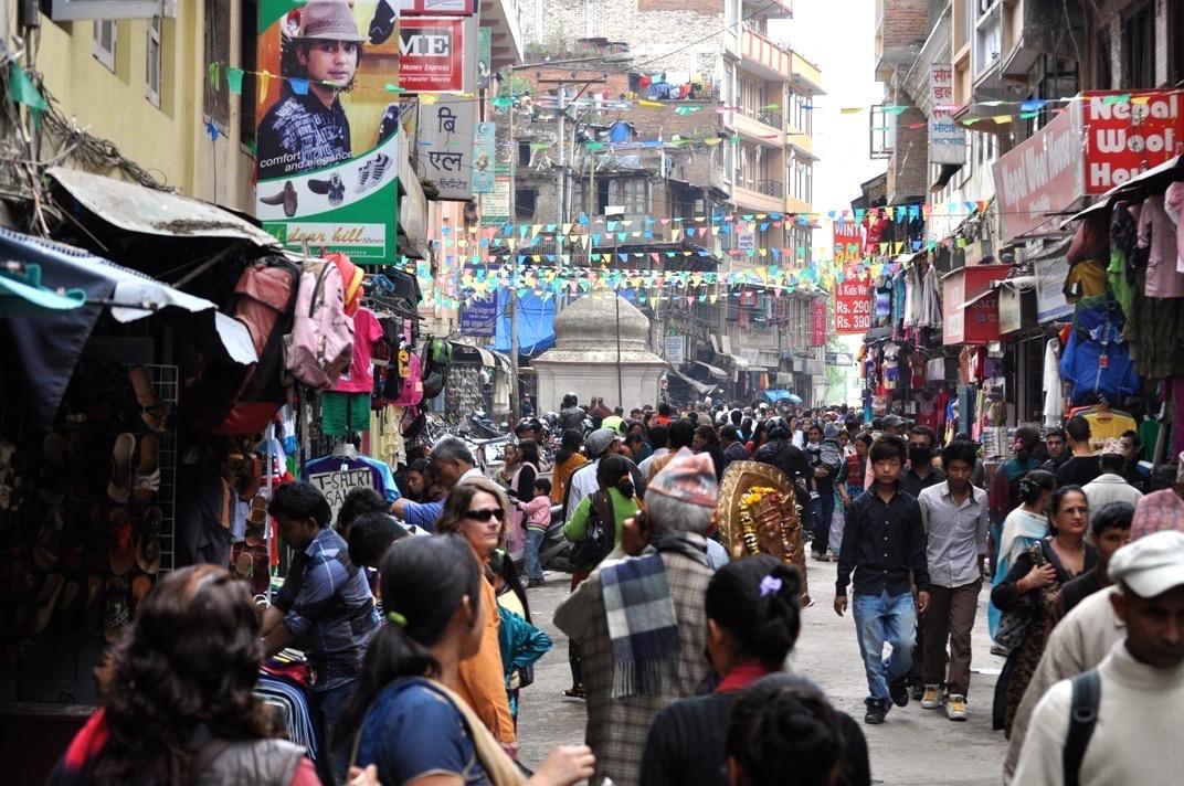 Katmandhu.street.teeming - 1
