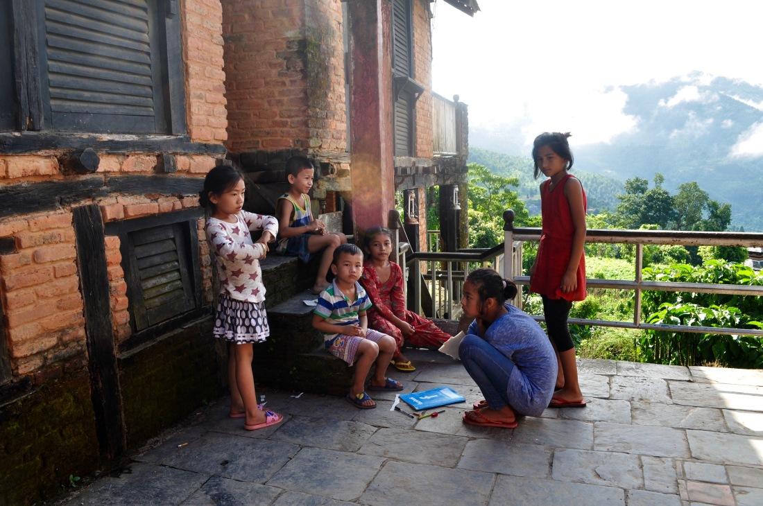 nepal-sept-2016-bandipur-children-1