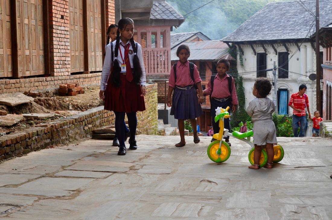 nepal-sept-2016-bandipur-schoolchildren-1